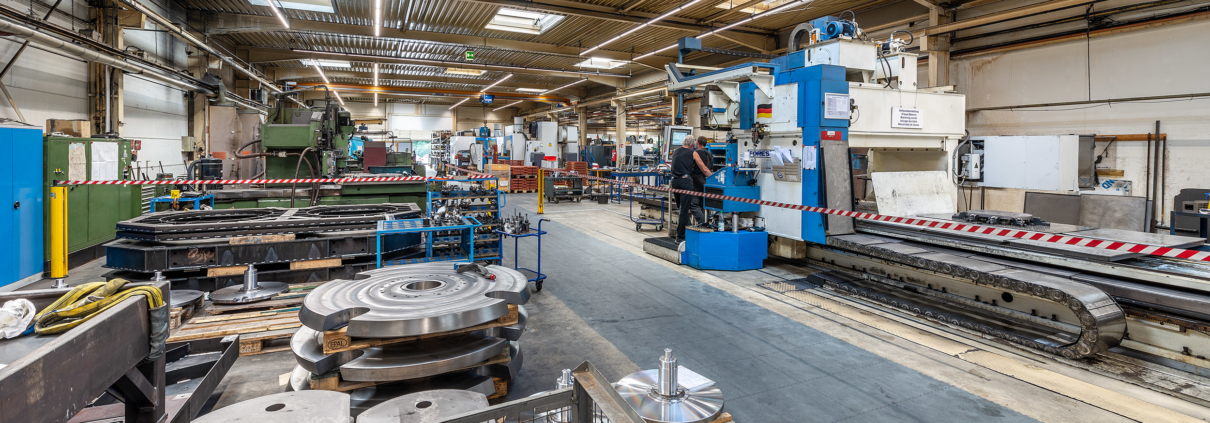 Herzog-Maschinen-Unternehmen-Headerslider-02-Werkstatt-Flechtmaschinen